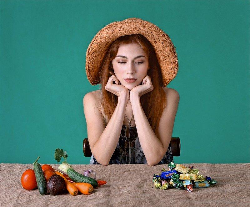 Rudowłosa kobieta na diecie