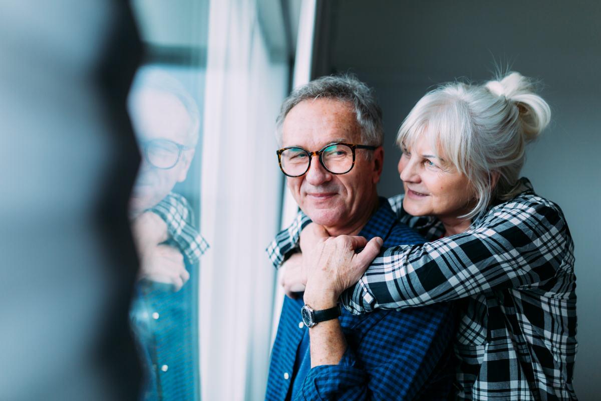 pogodne starsze małżeństwo